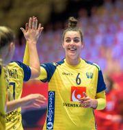 Carin Strömberg jublar under öppningsmatchen. LUDVIG THUNMAN / BILDBYRÅN