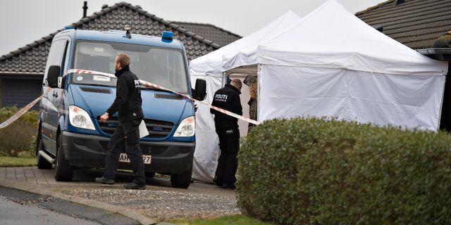 Poliser på plats i Ulstrup. Henning Bagger / TT NYHETSBYRÅN