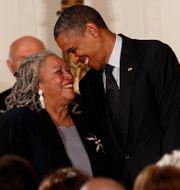 Toni Morrison och Barack Obama. Arkivbild. Kevin Lamarque / TT NYHETSBYRÅN