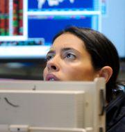 Arkivbild: Investeraren Elizabeth Rose på Wall Street. Richard Drew / TT NYHETSBYRÅN