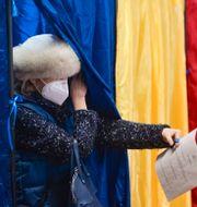 En väljare. Alexandru Dobre / TT NYHETSBYRÅN