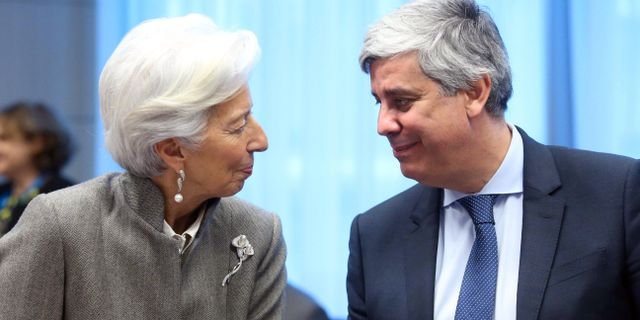 Mario Centeno i samspråk med ECB-chefen Christine Lagarde vid måndagens möte i Bryssel FRANCOIS WALSCHAERTS / TT NYHETSBYRÅN