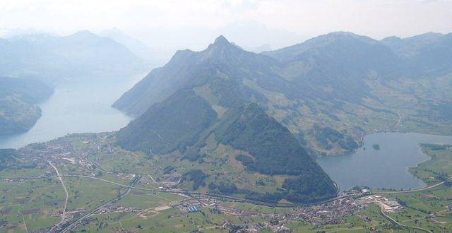 Vy över Schwyz, Schwiez. Wikipedia Commons/Markus Bernet