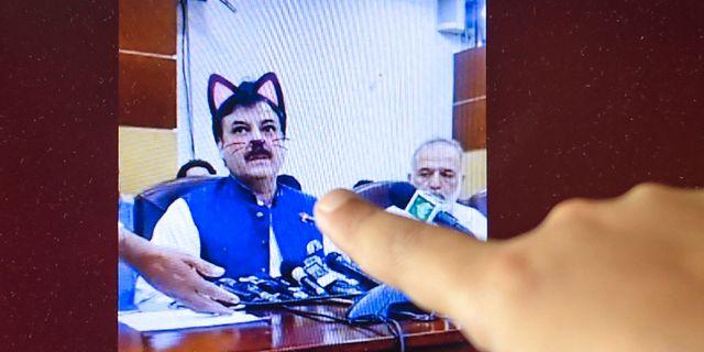 Shaukat Yousafzai under presskonferensen. FAROOQ NAEEM / AFP