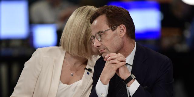 Kristdemokraternas partiledare Ebba Busch Thor och Moderaternas partiledare Ulf Kristersson på SVT:s valvaka. Arkivbild. Stina Stjernkvist/TT / TT NYHETSBYRÅN