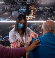 Vaccinering i Tel Aviv. Oded Balilty / TT NYHETSBYRÅN