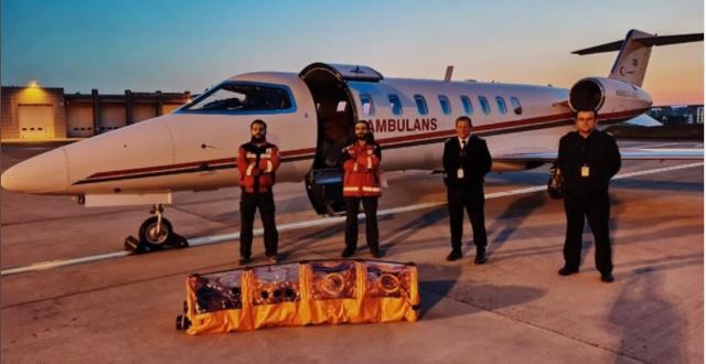Ambulansflyget som den sjuke mannen hämtades med. Turkiets regering/Twitter