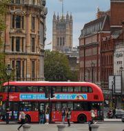 Illustrationsbild. Flanörer på stan i London. Alberto Pezzali / TT NYHETSBYRÅN