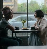"Simona Brown och Eve Hewson i serien ""Bakom hennes ögon"" Netflix"