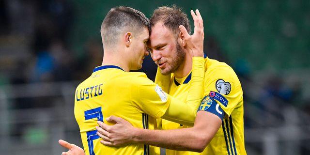 Sveriges Mikael Lustig och Andreas Granqvist jublar efter slutsignalen i måndagens  VM-kval mellan Italien 550c62b7ffc39