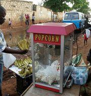 Fruktförsäljare i Angolas huvudstad Luanda. Arkivbild. TT