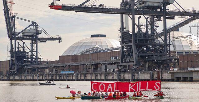 Klimataktivister protesterar framför kolkraftverket i Moorburg. Arkivbild.  Georg Wendt / TT NYHETSBYRÅN