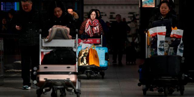 Resenärer på Pekings internationella flygplats. WANG ZHAO / AFP
