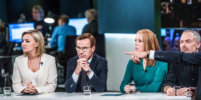 Alliansens partiledare Ebba Busch Thor (KD), Ulf Kristersson (M), Annie Lööf (C) och Jan Björklund (L) på SVT:s valvaka. Tomas Oneborg/SvD/TT / TT NYHETSBYRÅN