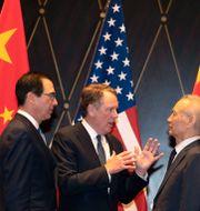 Arkivfoto. USA:s finansminister Steven Mnuchin och handelsrepresentant Robert Lighthizer i möte med Kinas vicepresident Liu He. Ng Han Guan / TT NYHETSBYRÅN