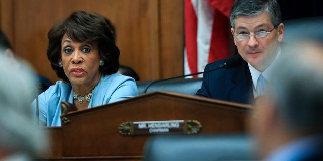 Maxine Waters, Demokraterna och Jeb Hensarling, republikanerna, under en tidigare debatt om Dodd-Frank i USA:s kongress. Manuel Balce Ceneta / TT / NTB Scanpix