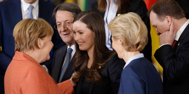 Finlands Sanna Marin samtalar med Angela Merkel.  Olivier Matthys / TT NYHETSBYRÅN