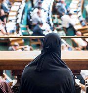 Kvinnliga åskådare på plats i folketinget. Mads Claus Rasmussen / TT NYHETSBYRÅN