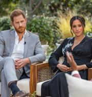 Prins Harry och Meghan Markle i den uppmärksammade intervjun med Oprah Winfrey/löpsedlar och magasin efter prins Philips död. TT