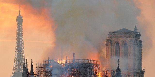 Bild från branden den 15 apil Thierry Mallet / TT NYHETSBYRÅN/ NTB Scanpix