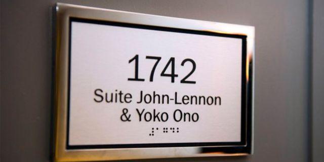 John och Yokos svit har plats för fyra personer och kan bokas via hotellets hemsida. AP