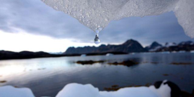 Isberg som smälter på Grönland. JOHN MCCONNICO / TT NYHETSBYRÅN/ NTB Scanpix