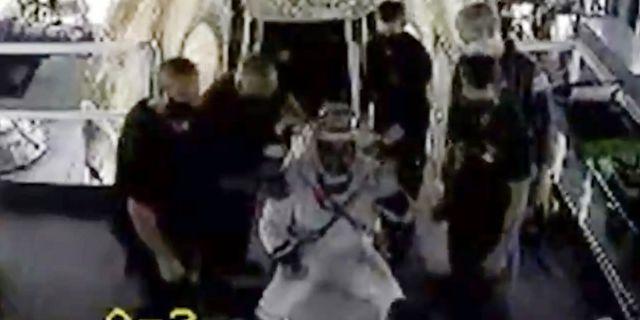 Doug Hurley vinkar efter att Space X rymdfarkost lyckats landa. TT NYHETSBYRÅN