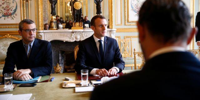 Macron och Philippe på söndagen. STEPHANE MAHE / TT NYHETSBYRÅN