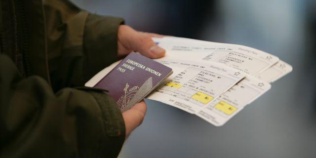 Arkivbild. Person med svenskt pass.  Fredrik Sandberg / TT / TT NYHETSBYRÅN