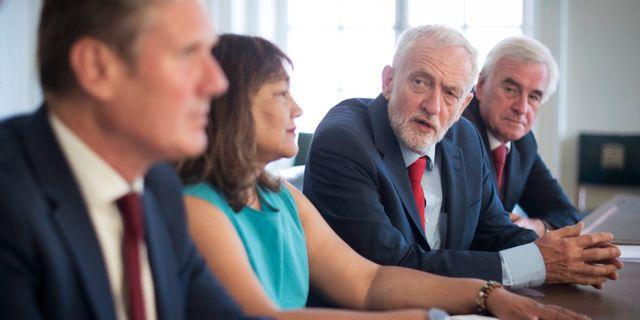 Jeremy Corbyn och John McDonnell.  Stefan Rousseau / TT NYHETSBYRÅN