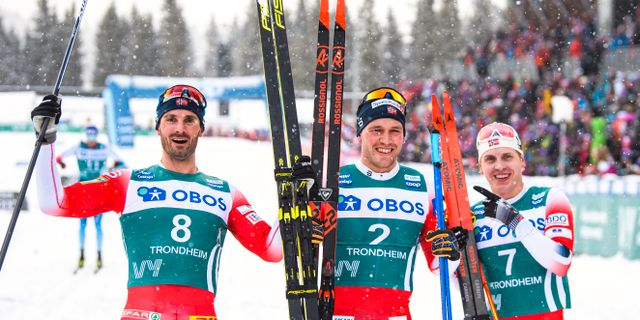Hans Christer Holund, Pål Golberg och Simen Hegstad Krüger efter målgången. VEGARD WIVESTAD GRØTT / BILDBYRÅN NORWAY