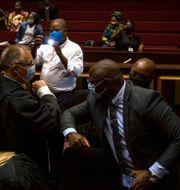 Billy Downer och Jacob Zuma. Themba Hadebe / TT NYHETSBYRÅN