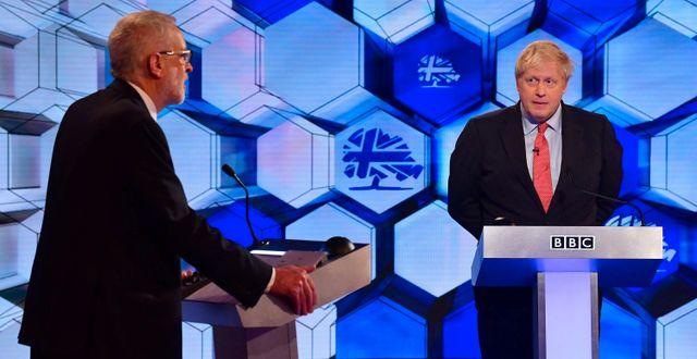 Boris Johnson och Jeremy Corbyn. JEFF OVERS/BBC / TT NYHETSBYRÅN