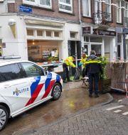Bild från brottsplatsen i centrala Amsterdam. EVERT ELZINGA / TT NYHETSBYR�N
