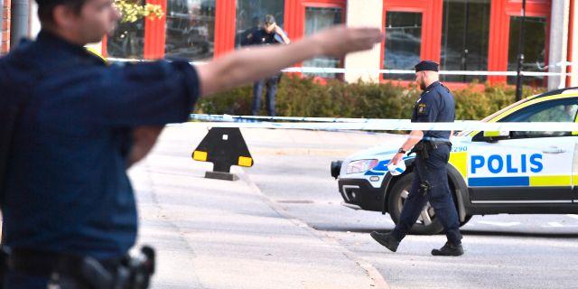 Poliser och polisavspärrningar på platsen. Claudio Bresciani/TT / TT NYHETSBYRÅN