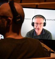 Arkivbild: Anders Tegnell, statsepidemiolog, Folkhälsomyndigheten, syns på en skärm under en pressträff tidigare i mars.  Janerik Henriksson/TT / TT NYHETSBYRÅN