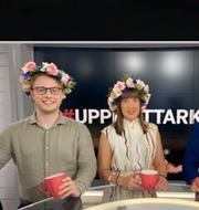 Albin Kjellberg, Sandra Johansson och Nicklas Andersson programleder #Uppesittarkväll.  Omni Ekonomi / Shutterstock