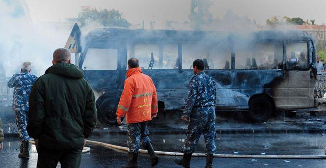 Den sönderbrända militärbussen. TT NYHETSBYRÅN