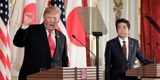 Trump och Abe på en presskonferens. KIYOSHI OTA / POOL