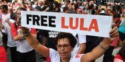 Människor kräver att Lula frisläpps. NELSON ALMEIDA / AFP