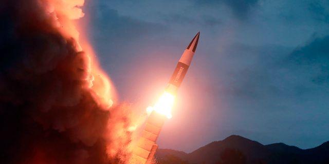 Tidigare foto från den Nordkoreanska regimen som ska visa avfyrning av kortdistansrobot ????? / TT NYHETSBYRÅN/ NTB Scanpix
