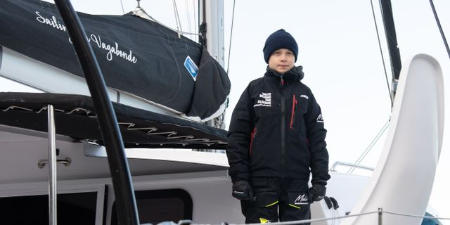 Greta Thunberg ombord på La Vagabonde. NICHOLAS KAMM / AFP