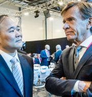 Li Shufu, ordförande i Volvo Cars och Geely och Håkan Samuelsson, vd Volvo Cars Magnus Hjalmarson Neideman/SvD/TT / TT NYHETSBYRÅN
