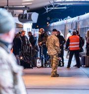 Personal på Köpenhamns centralstation. Johan Nilsson/TT / TT NYHETSBYRÅN