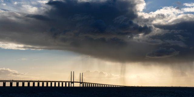 Regnmoln över Öresundsbron. Johan Nilsson/TT / TT NYHETSBYRÅN