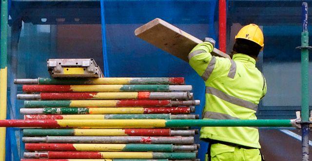 Byggnadsarbetare i arbete på ett bygge. Hasse Holmberg / TT / TT NYHETSBYRÅN