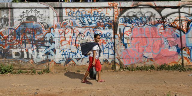 Arkivbild. Kvinna i Jakarta. Dita Alangkara / TT / NTB Scanpix