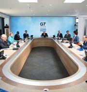 G7-ledarna i ett mötesrum i Cornwall.  Leon Neal / TT NYHETSBYRÅN