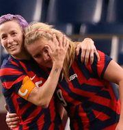 USA:s Lindsey Horan och Megan Rapinoe firar. MOLLY DARLINGTON / BILDBYRÅN