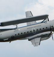 Övervakningen sker med ett specialutrustat Saab 340-plan. JOHAN NILSSON / TT / TT NYHETSBYRÅN